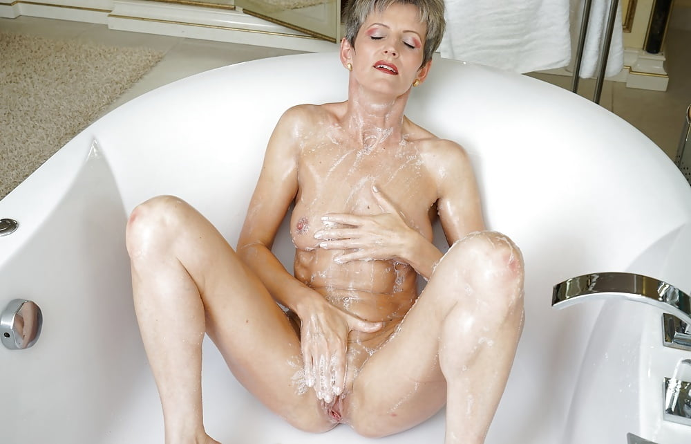old-lady-masturbating-robert-pattison-naket