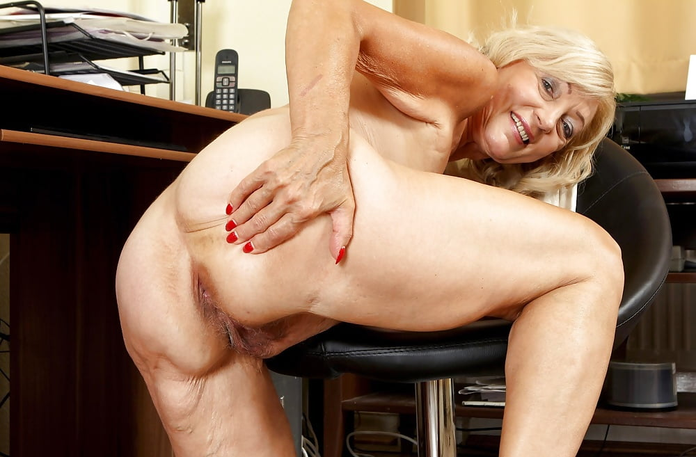 girl-club-free-older-women-ass-movies-blonde