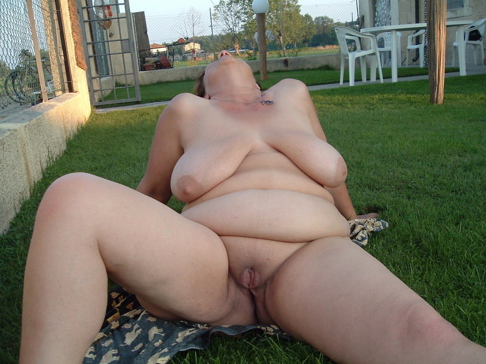 Bbw milf gets naked in public