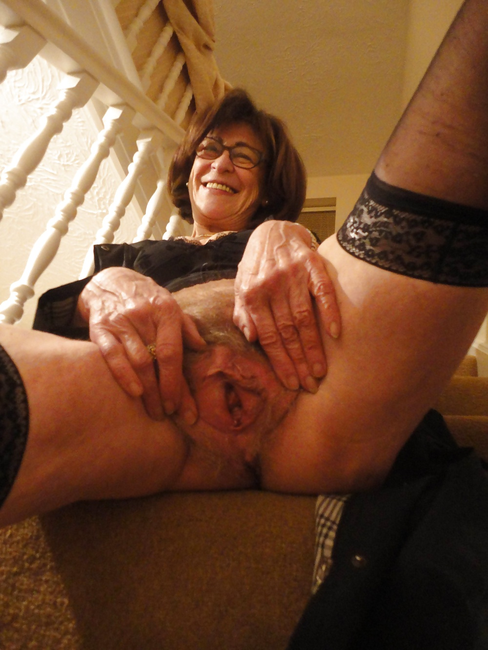 Usa amateur granny shows her big boobs and hairy pussy
