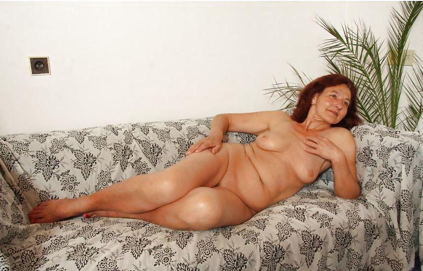 Фото большая красивая женская грудь чавканьем