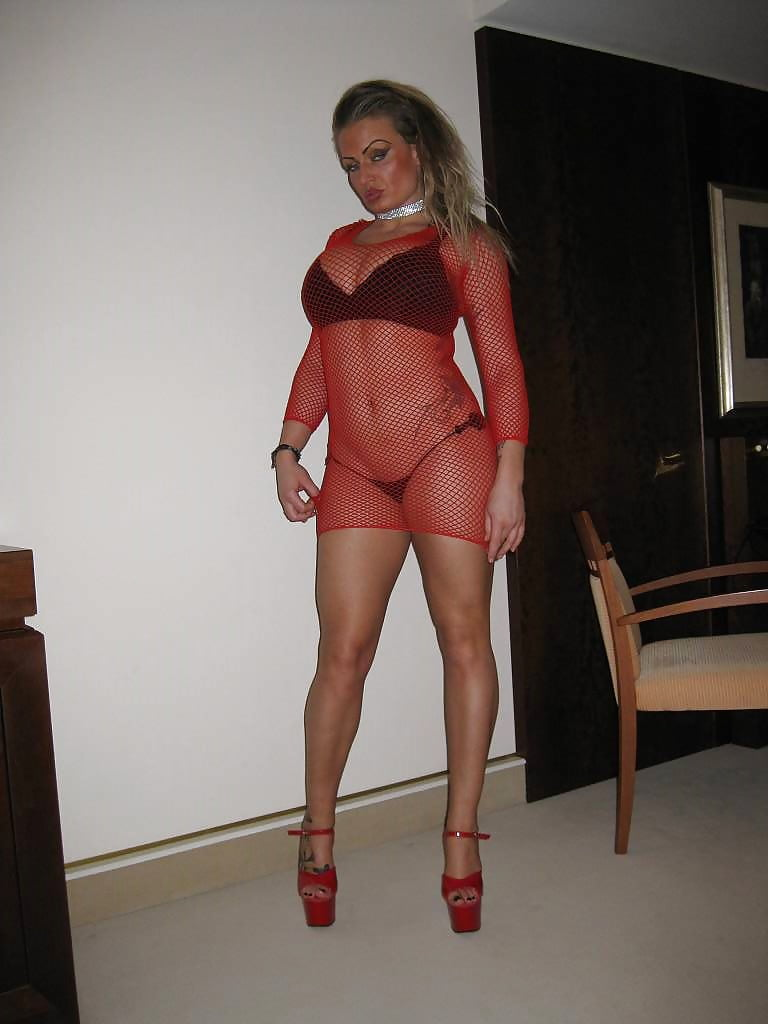 Sexy wife in valentine lingerie — pic 3