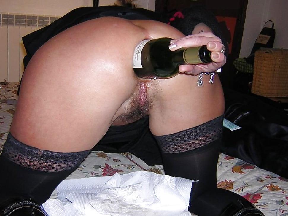 plate-porno-dve-butilki-v-pope-molodoy