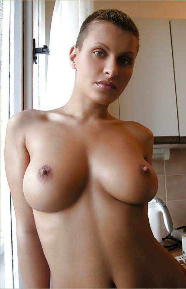 Short hair big boobs girl nude selfie