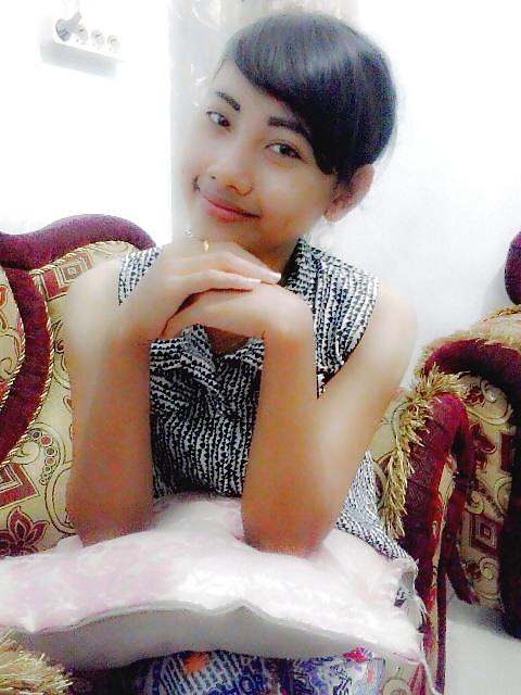 cute indonesian nude girl