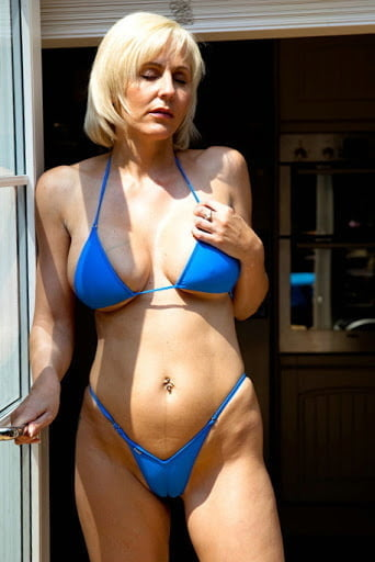 Bikini babes pictures