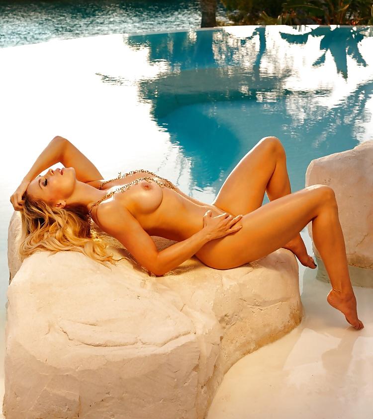 Nackt halmich playboy regina Naked Regina