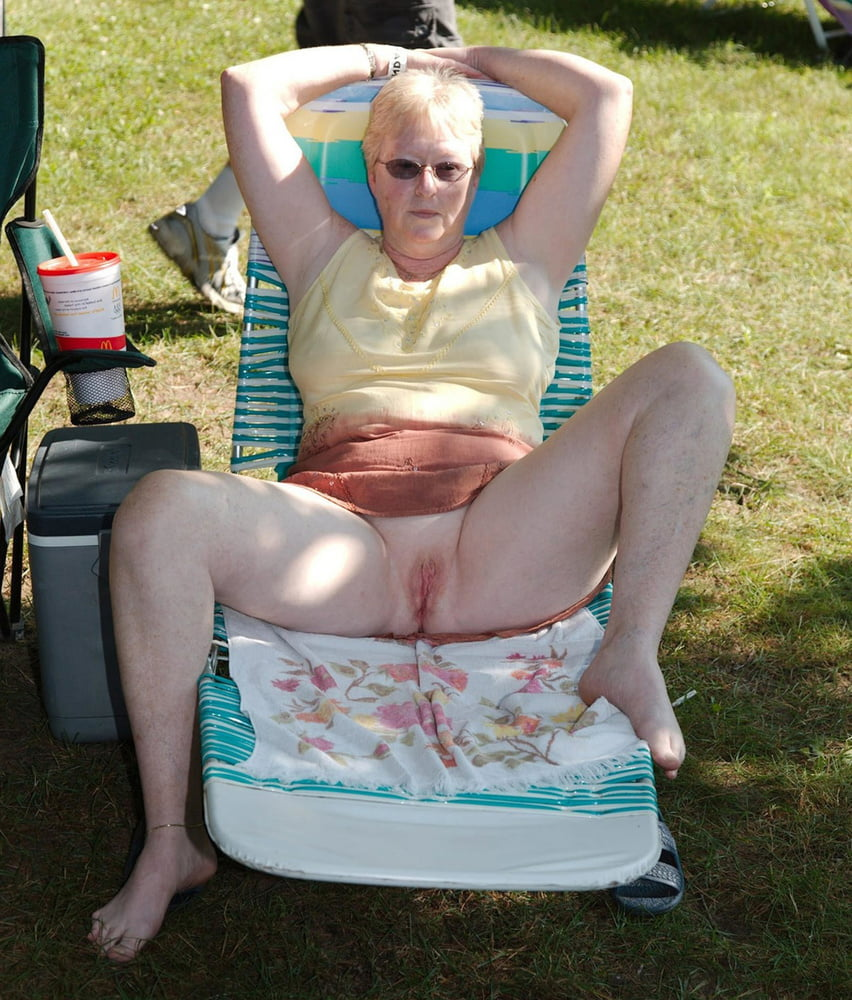 Older and hot 164 (No pants outdoor) - 40 Pics