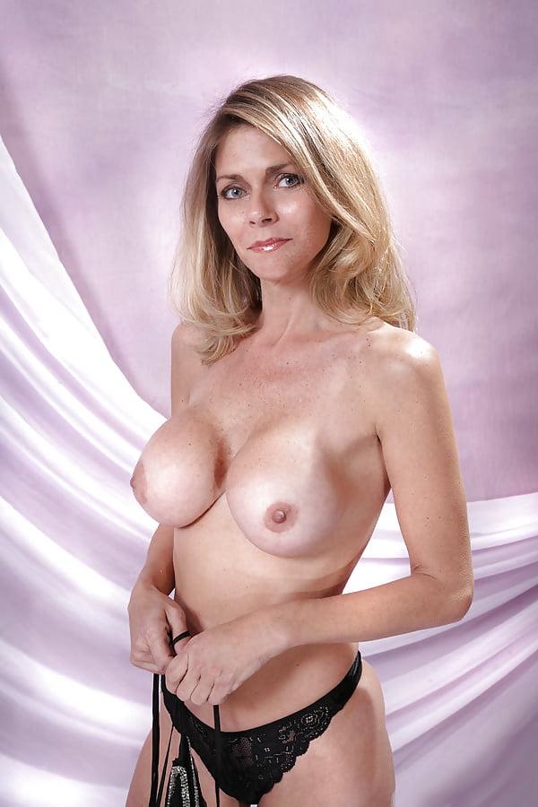 Busty Blonde Mature Webcam