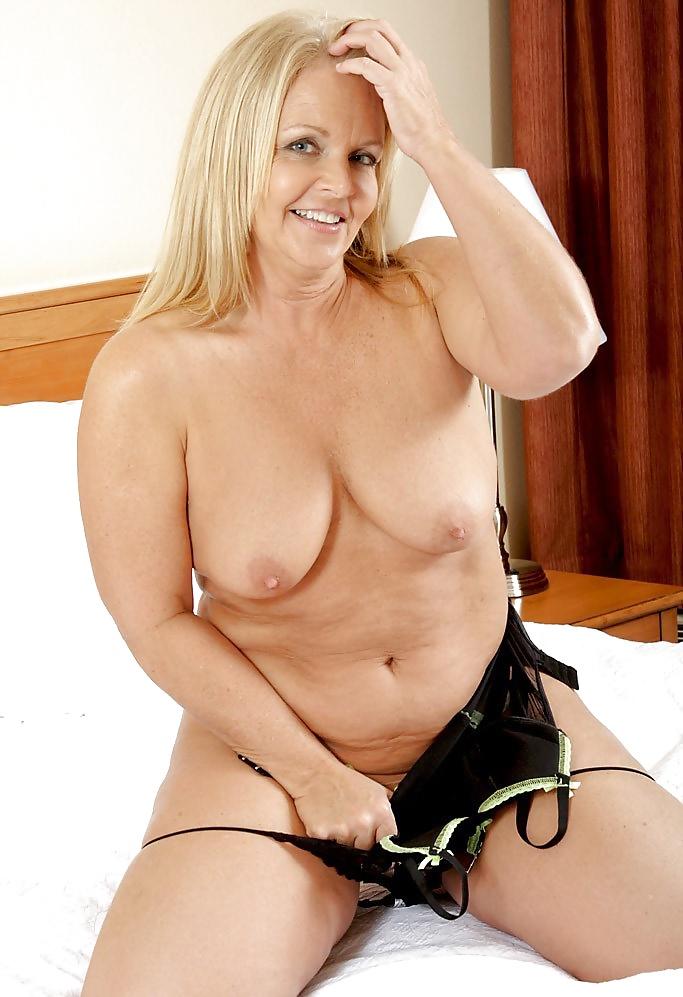 Mature mom tits-3639