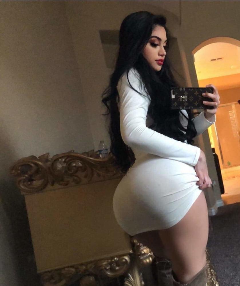 Sexy bitch - 55 Pics