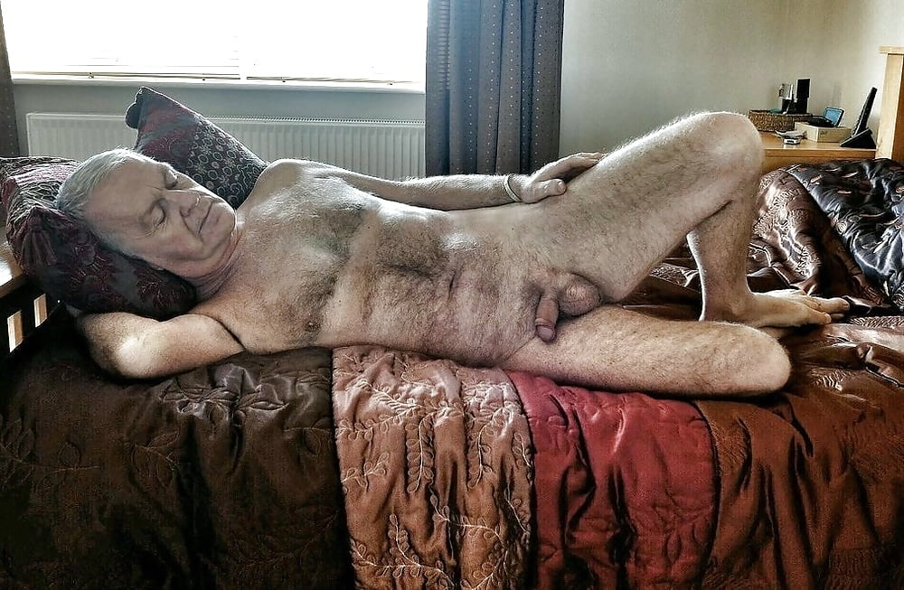 flash-sexy-dad-naked-mac-innes-pussy