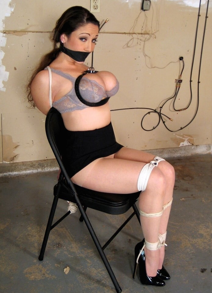 hefty-girl-bondage-sagging-breasts-nude