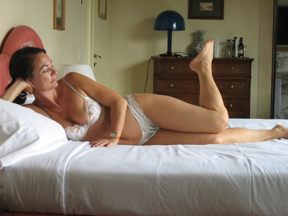 Hairy Amateur Wife - 147 Pics