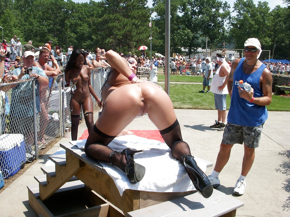 Nude public sex pics