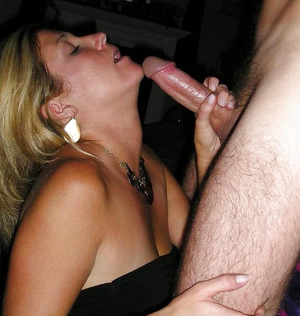 Порно сосет изменяет мужу