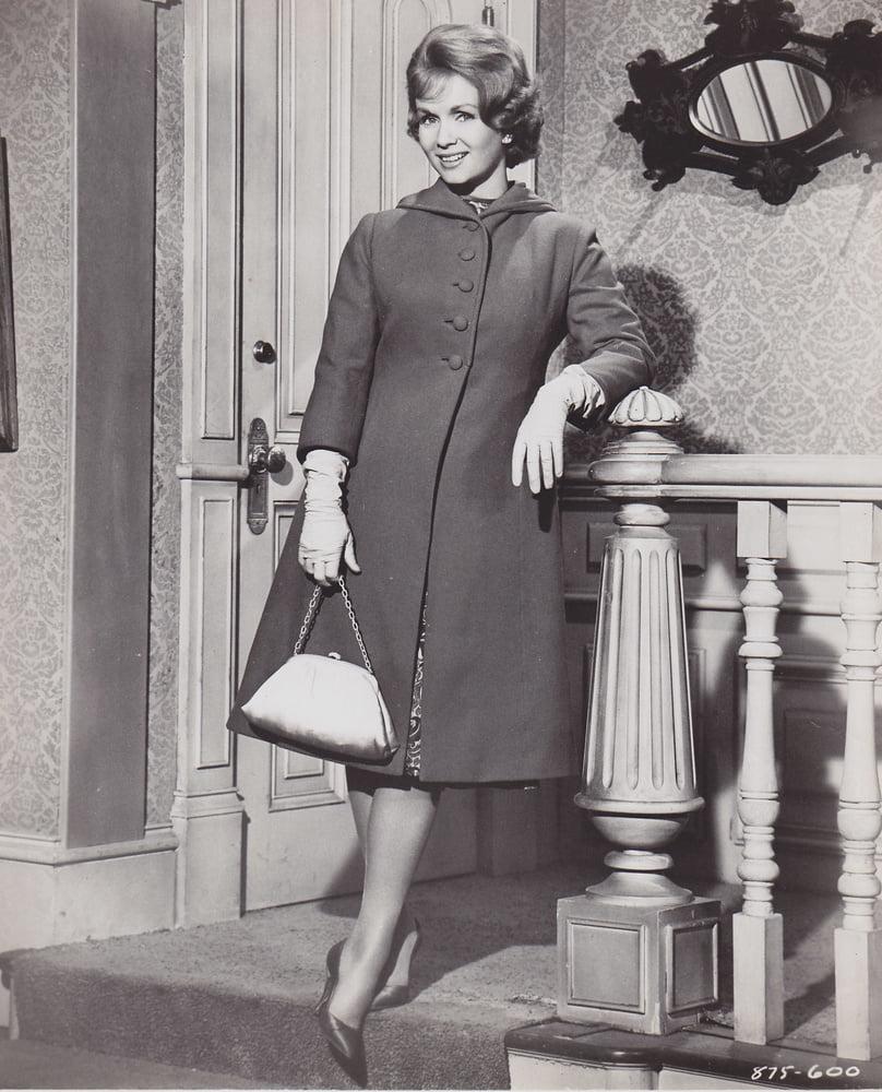 Celeb: Debbie Reynolds in Nylon