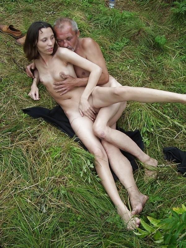 paren-krasotki-s-bomzhami-porno-vanni-spermu-glotayut