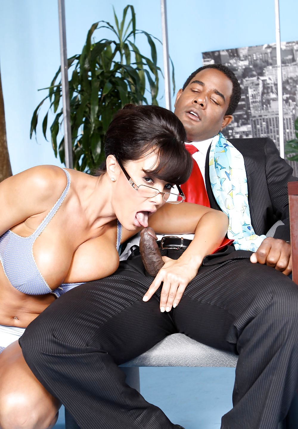 Lisa ann hustler megaupload link — photo 12