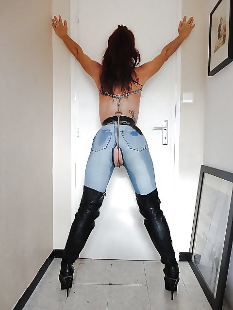 Shemale Blowjob In Jeans