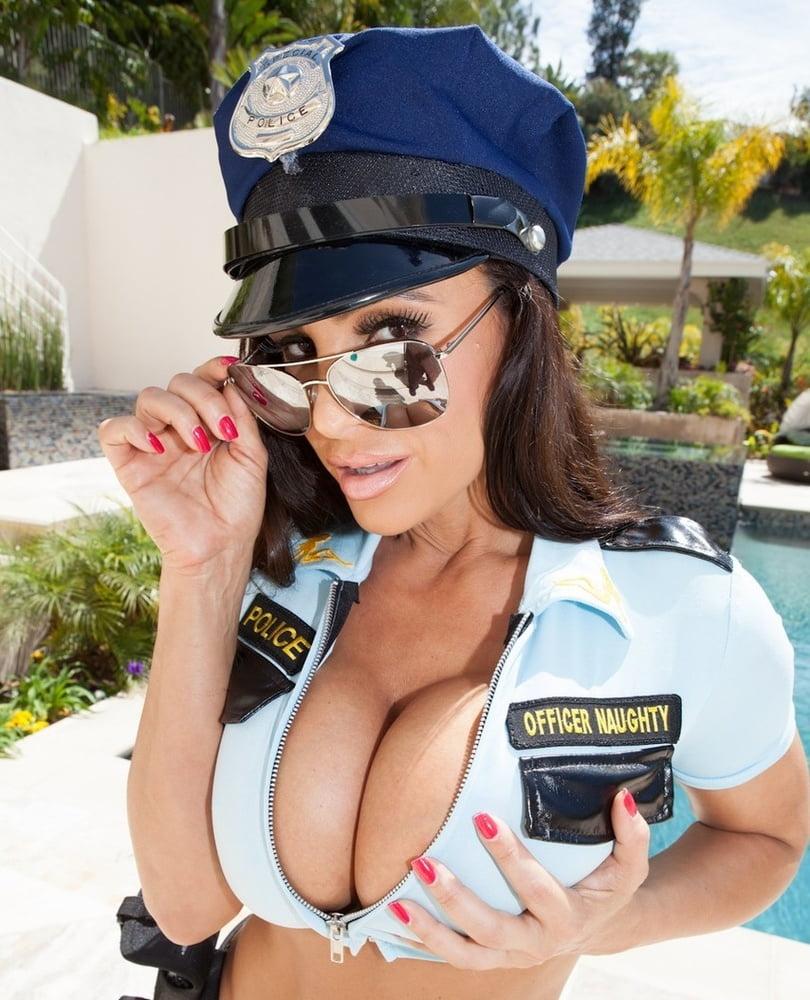 полицейская с черными сиськами - 14