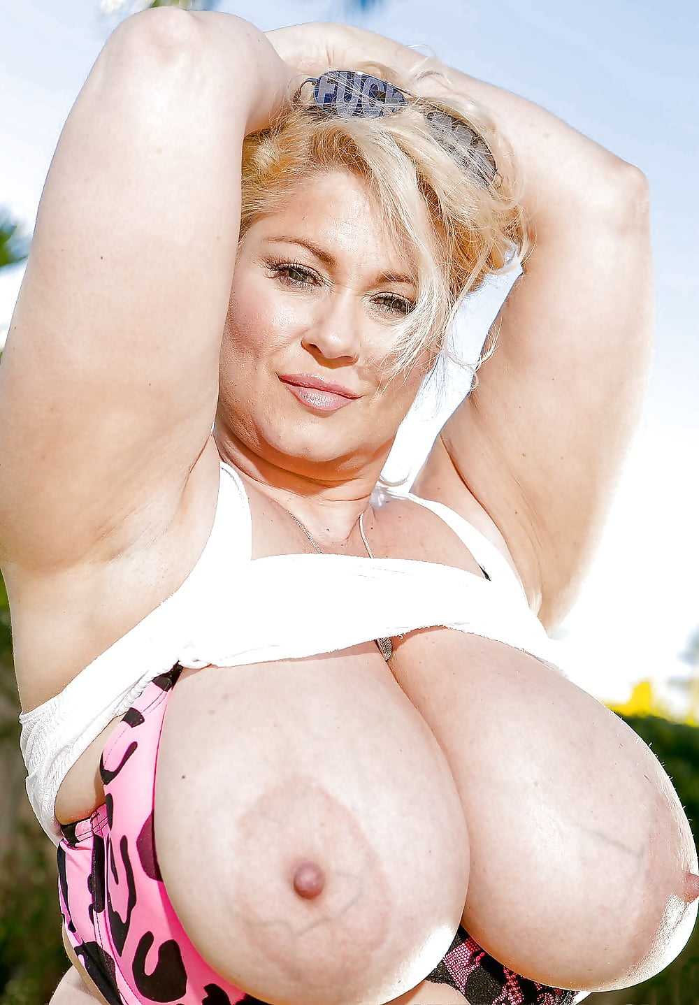 Sexy armpit actress