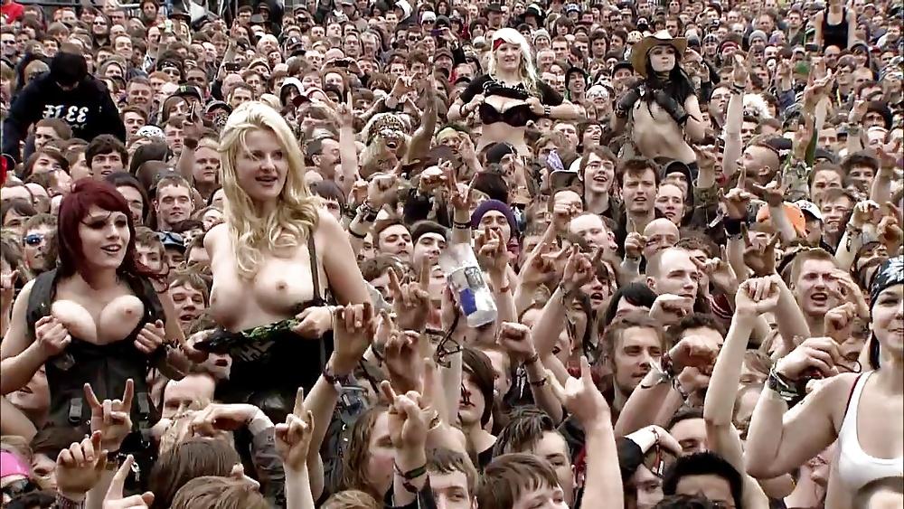 Girls Flashing Boobs At Rock Concert Stasyq 1