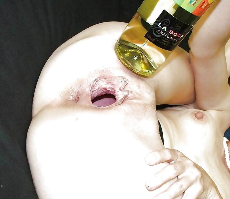смотреть порно видео пихает глубоко огромную бутылку в пизду лично мне все