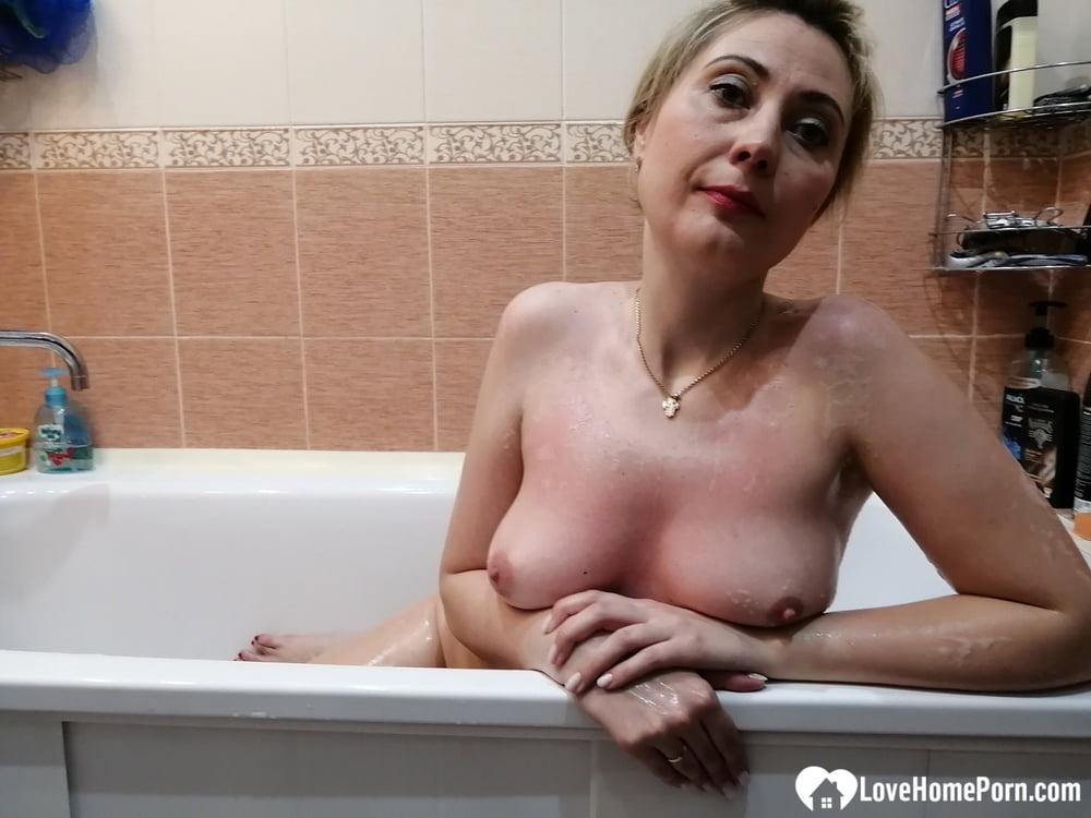 Naughty MILF masturbating during her hot bath - 49 Pics