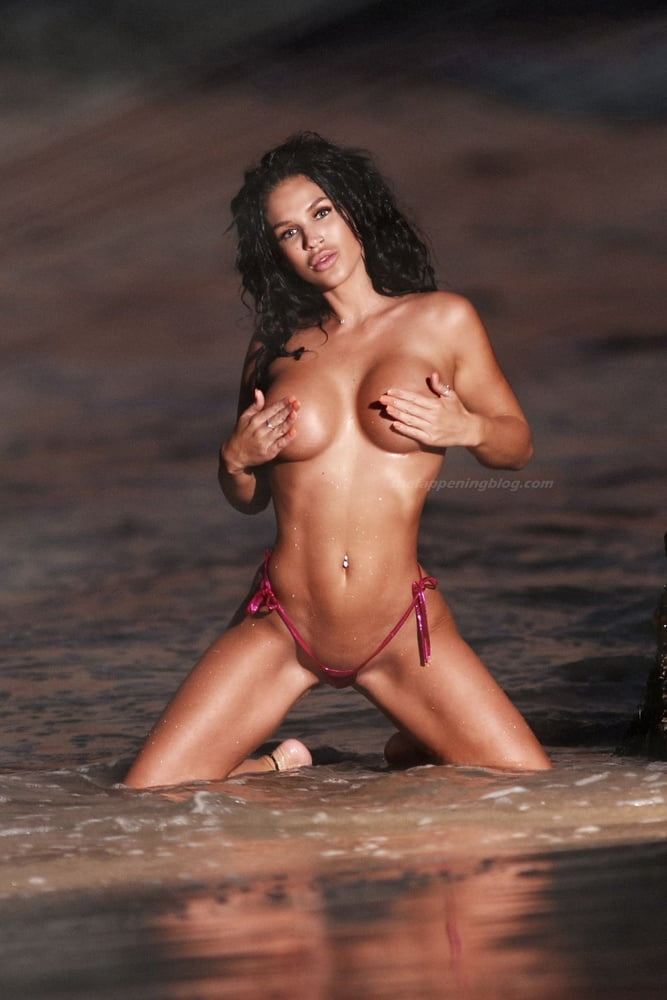 Kaymora Ferrare  nackt