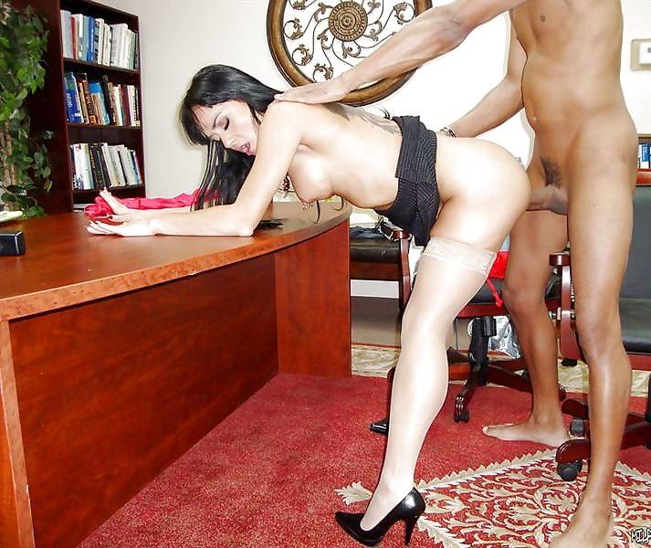 Парень трахает телку в бикини пользоваться