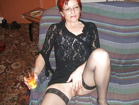 55 Yr Old Julia Just Loves Playing With Her Cunt!!
