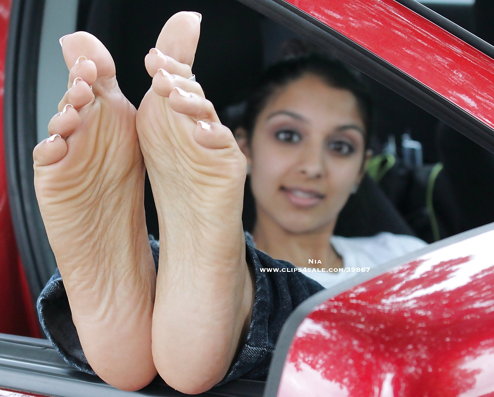sexy-indian-girls-feet-young-pussy-panties