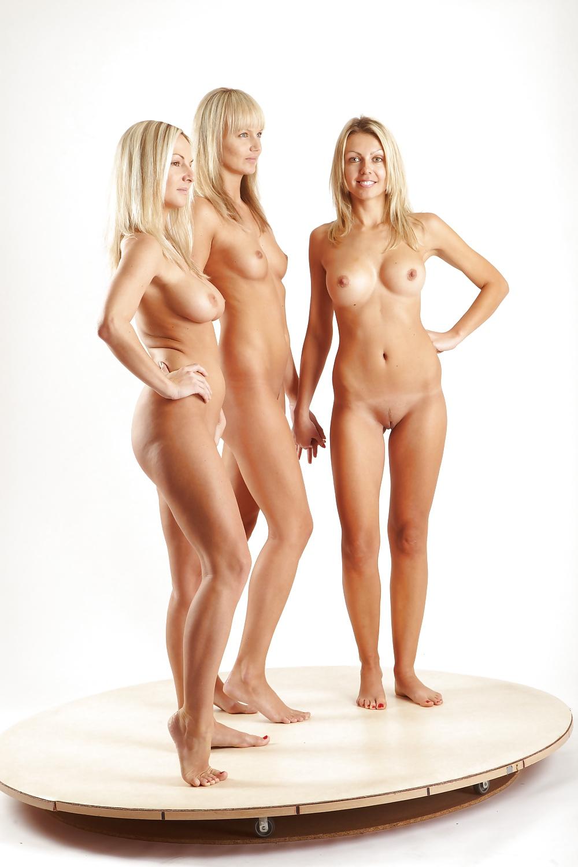 nude-spinning-girl