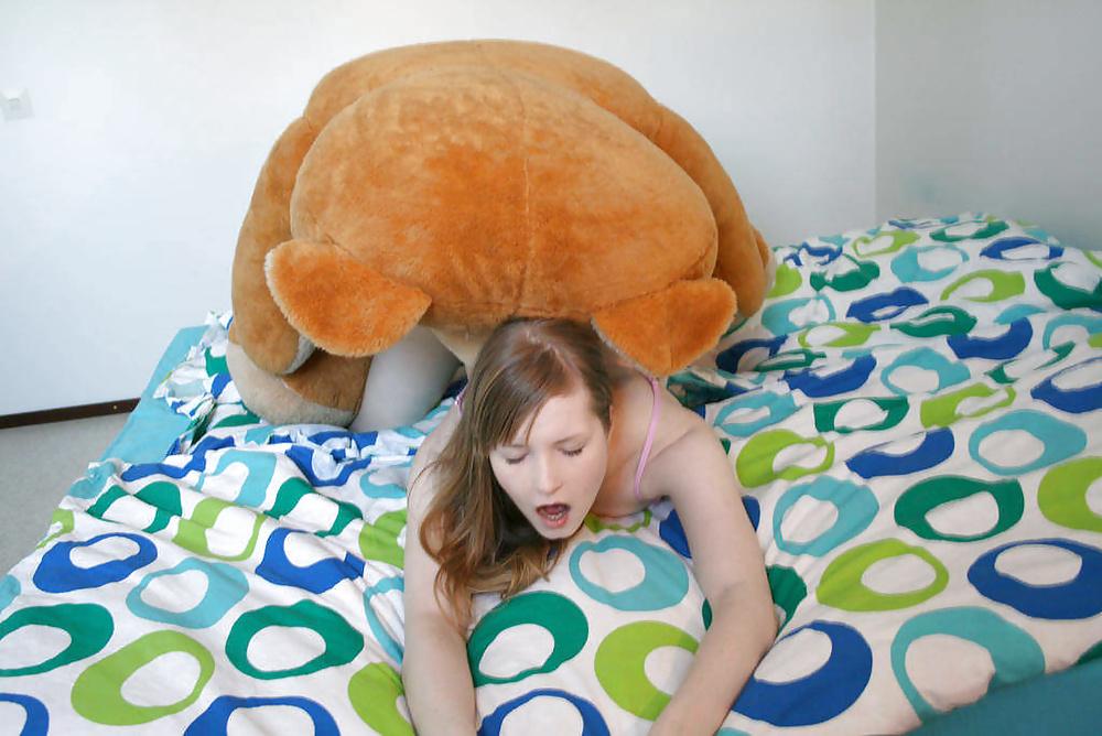 Девушка на мягкой игрушке трах онлайн — img 10