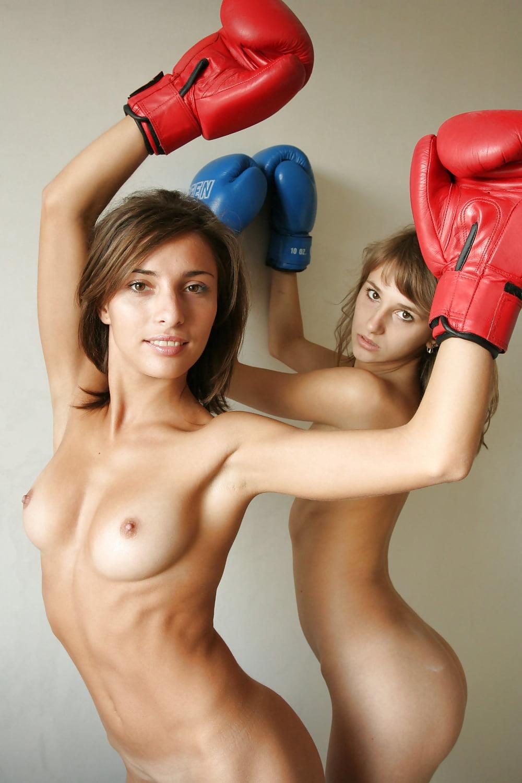 голые в боксерских перчатках мог