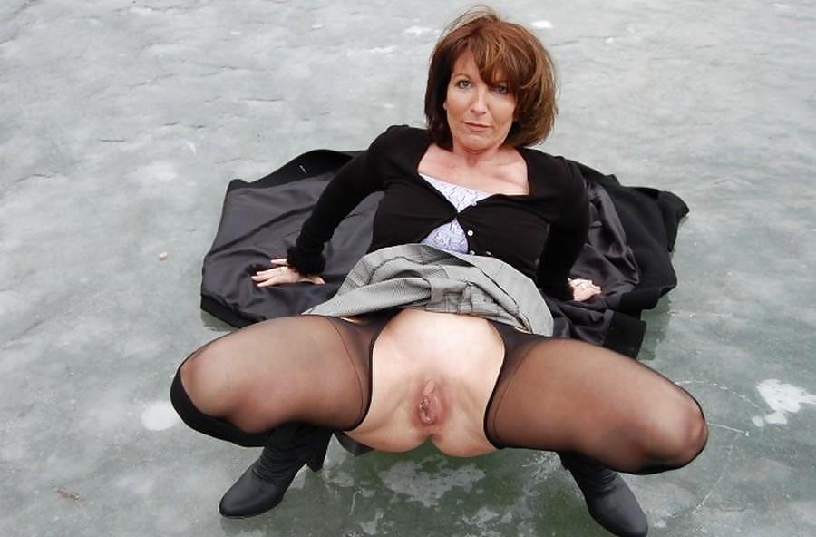 Upskirt Mature Nude Pics, Women Porn Gallery