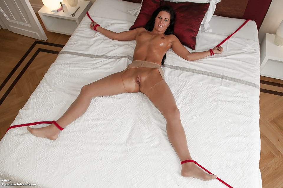 fuck-women-chained-to-bed-for-sex