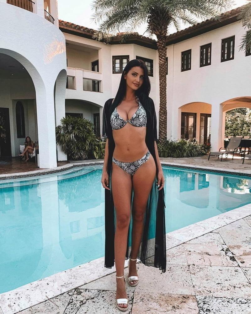 Bikini Babes 35 - 60 Pics
