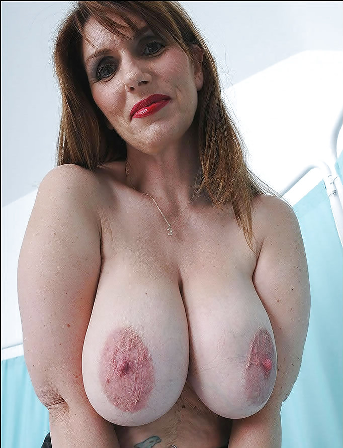 Big natural cougar tits