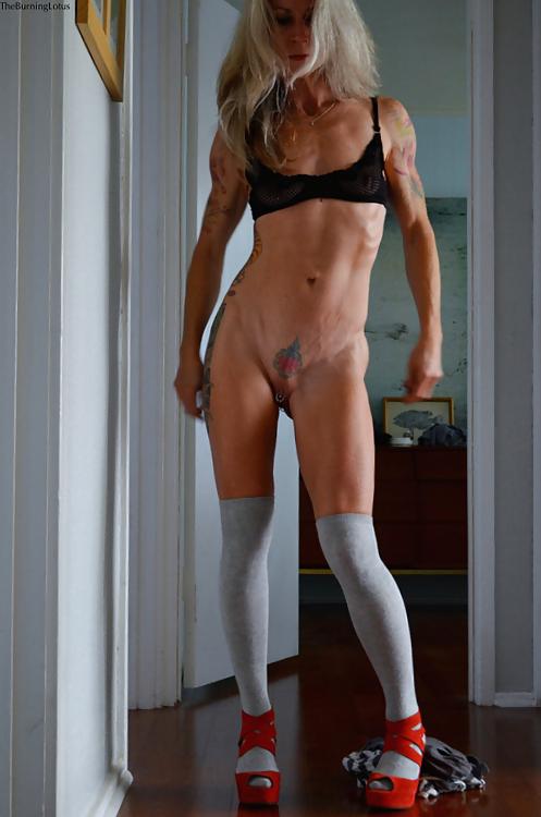 sexy nude hot mommas