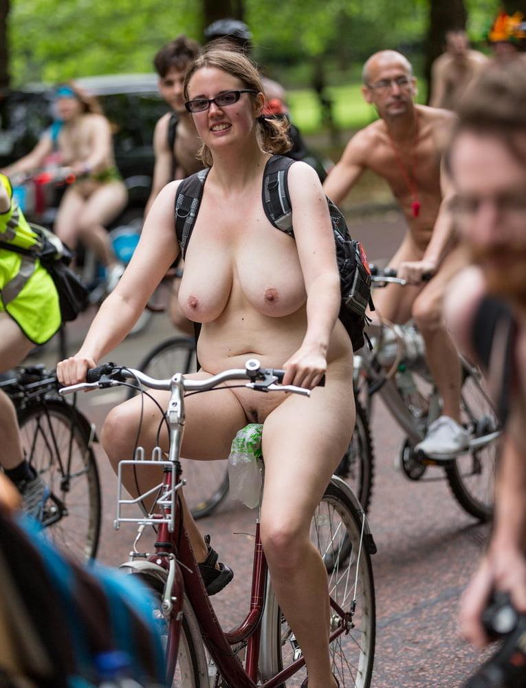 Chubby Plain Girl At 2014 London Wnbr World Naked Bike -6112