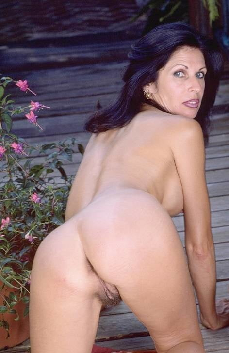 Mature woman with red double-ended dildo - 11 Pics