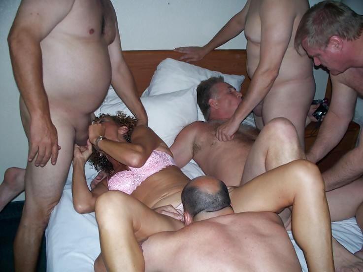 porno-bi-seks-domashnee-foto-devushek-v-shortikah-i-chulochkah