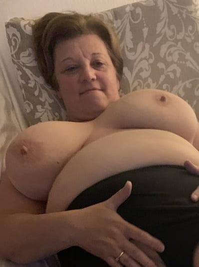 Pregnant huge tits