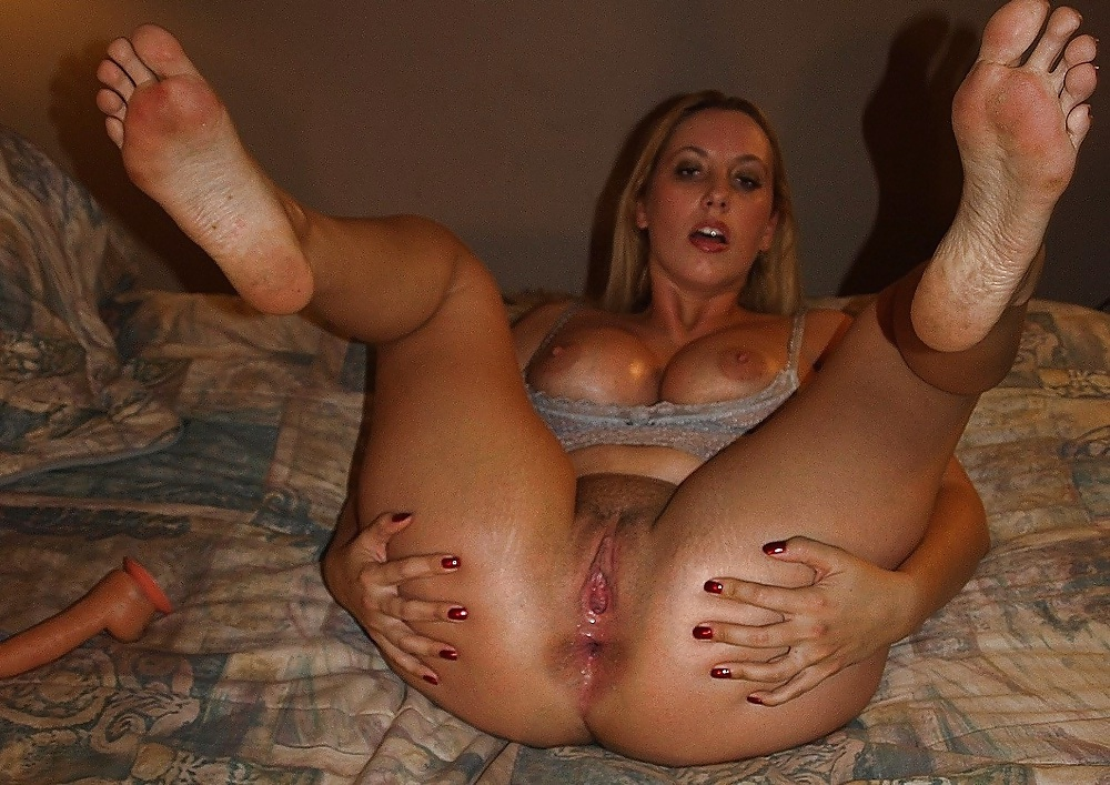 Mature ass and feet