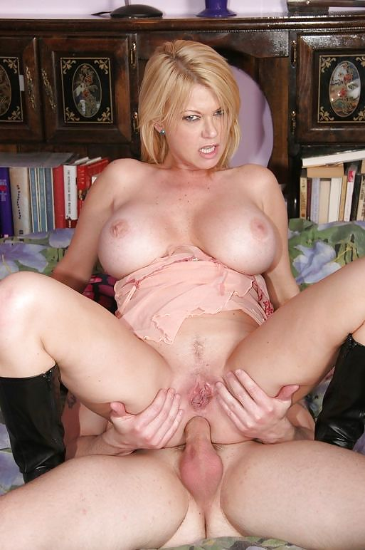 Big titted amateur mom anal — pic 11