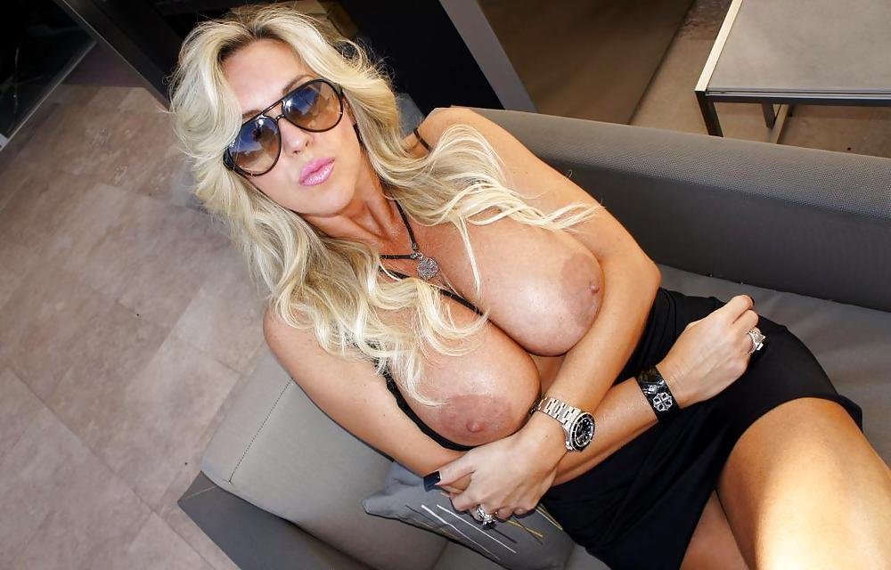New Years Tugfest. Busty American Milf. - 40 Pics | xHamster