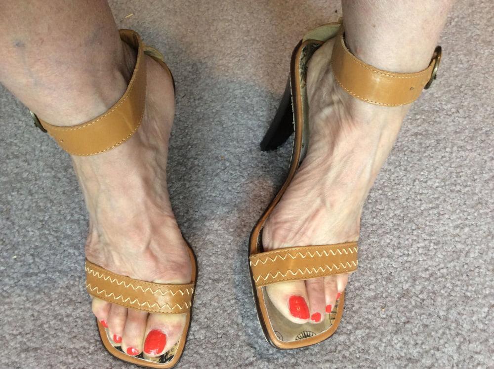 Woman veiny feet by rafaelboeff on deviantart