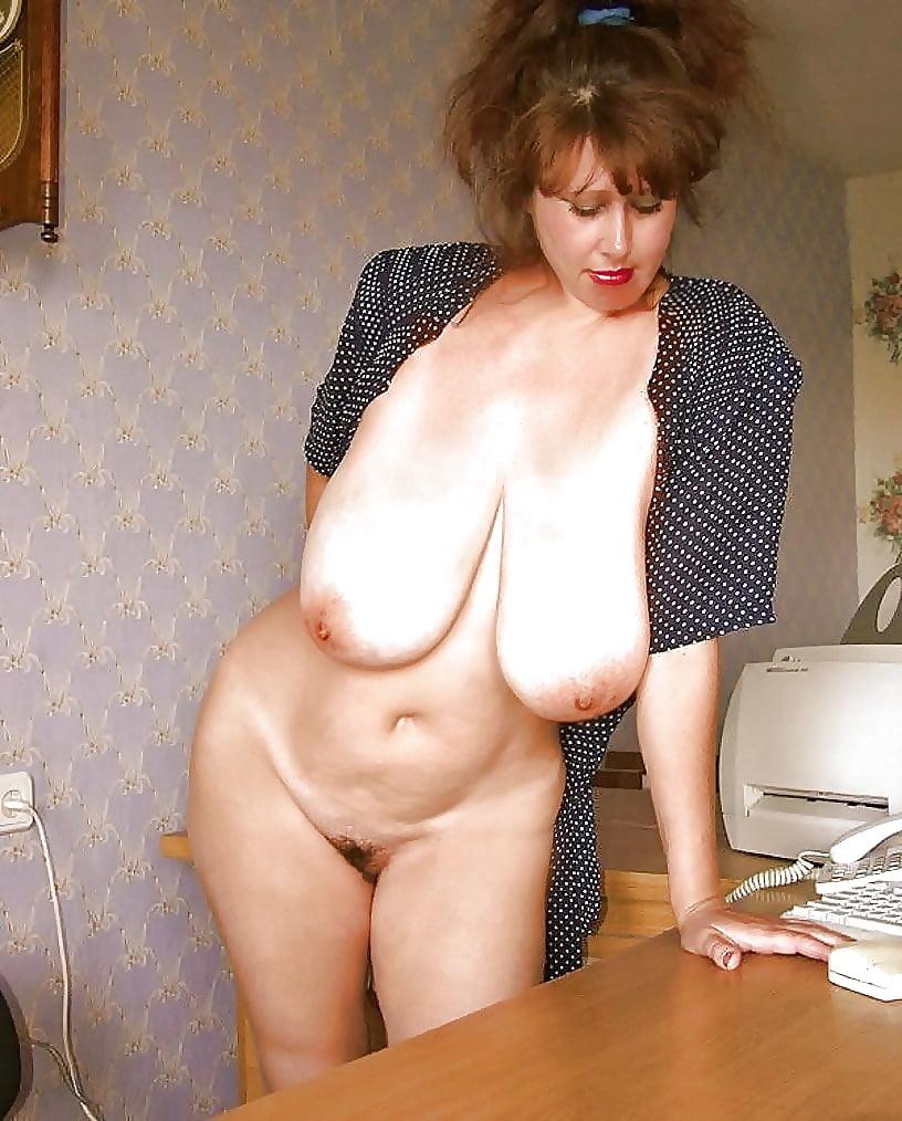 эро фото секс зрелых с висячими сиськами стоит